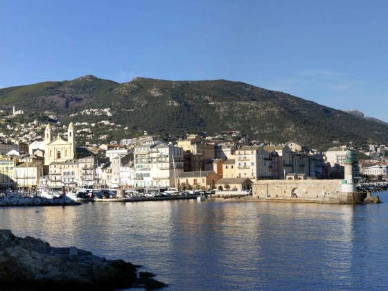 Bastia, le vieux port et le port de commerce