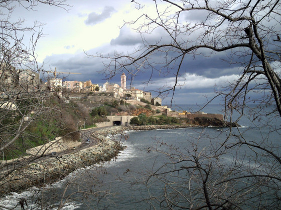 Blick auf Bastia im Winter