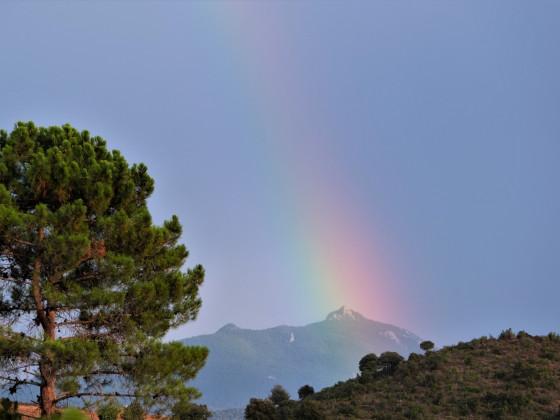 Regenbogen über dem Monte San Petrone