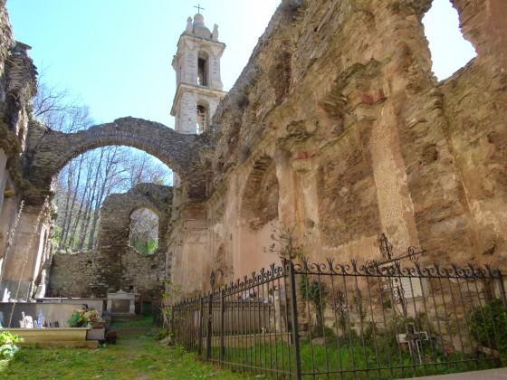 Ruine Saint Antoine an der Kreuzung D 515 und D 237