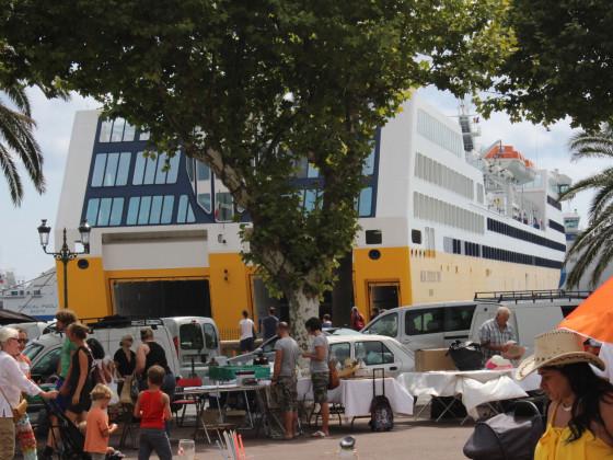 Trödelmarkt auf der Place Saint Nicolas in Bastia