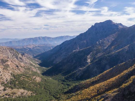 Blick vom Austieg zum Monte Corona hinab ins Tartagin-Tal